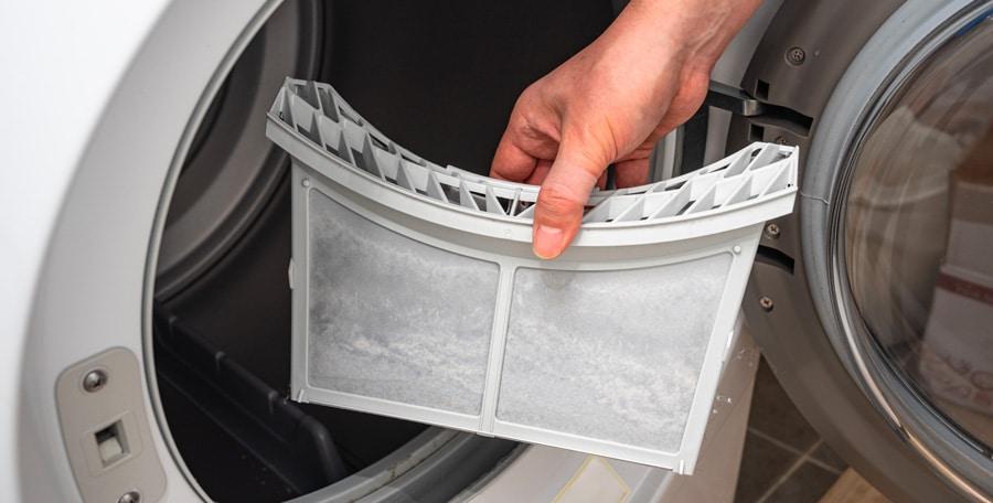 Le filtre à fibres textiles du sèche-linge doit être entretenu pour éviter l'encrassement du sèche-linge