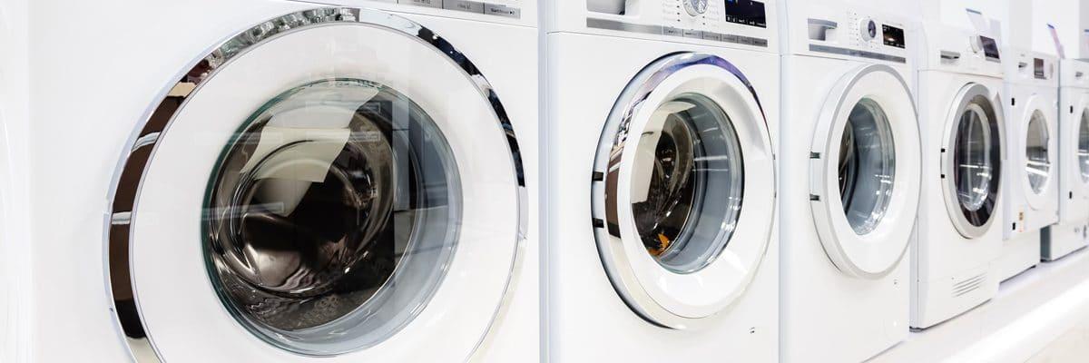 Une rangée de lave-linge et de sèche-linge, quelles sont leurs différences ?