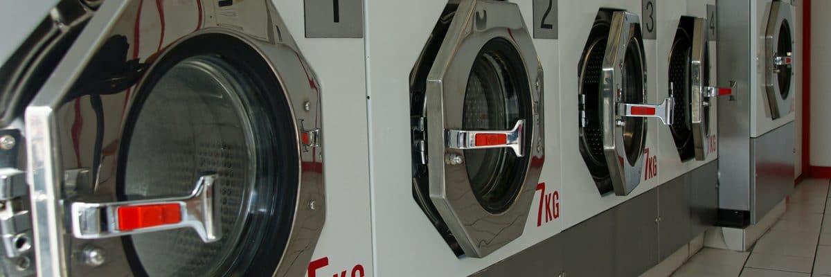 Une laverie avec la capacité de poids de séchage